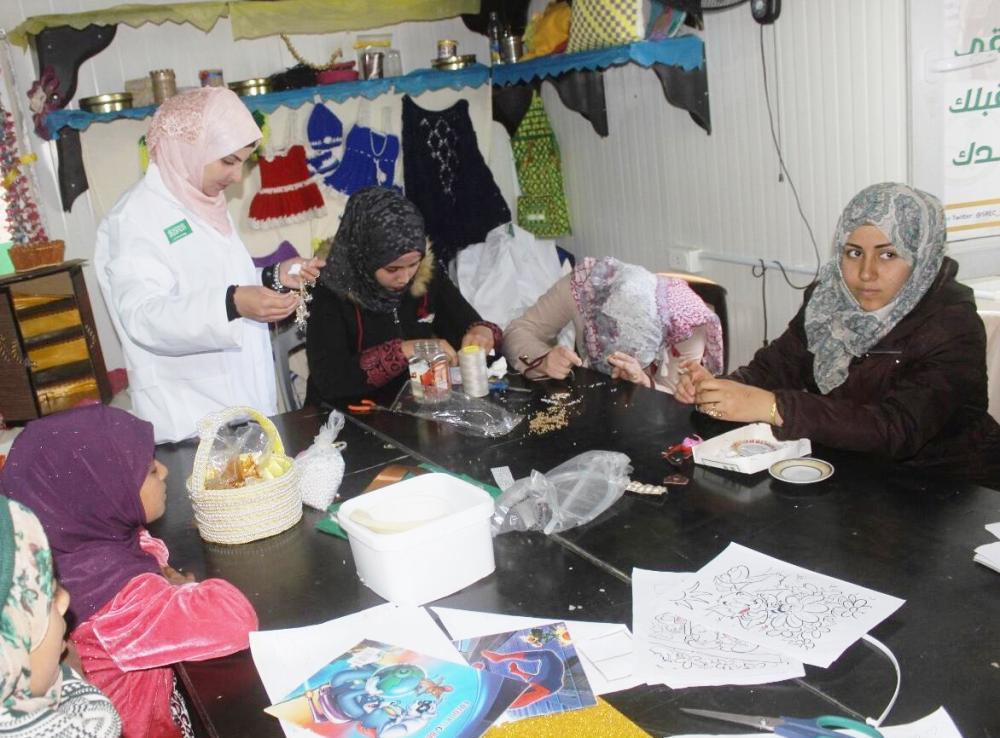 لاجئات سوريات أثناء مشاركتهن في دورة تدريبية.