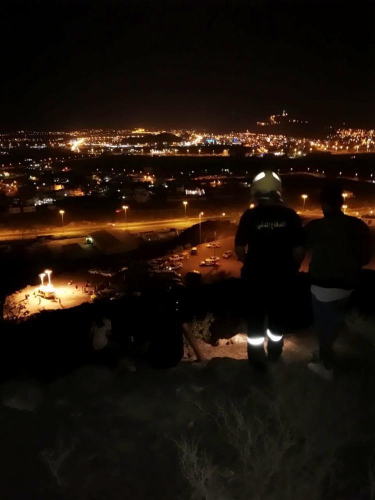 محايل عسير: احتجاز 3 فتيان بموقع صخري