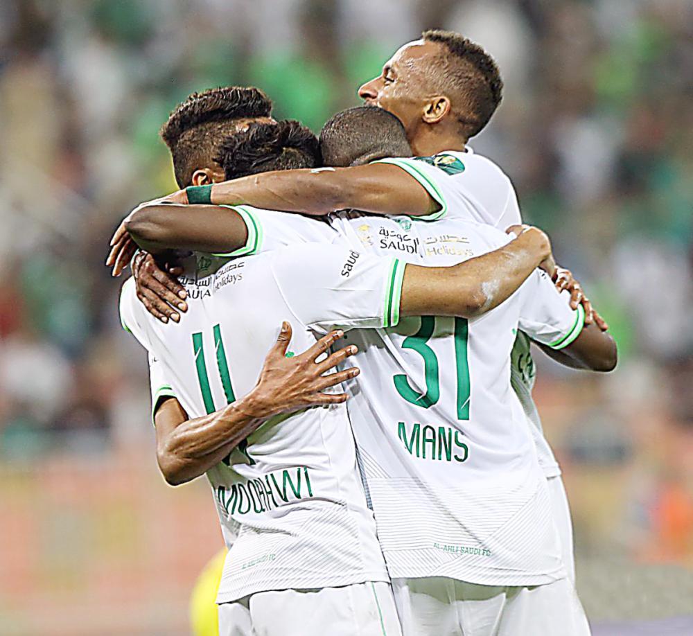 فرحة جماعية للاعبي الأهلي بعد هدف المؤشر الأول في شباك العروبة