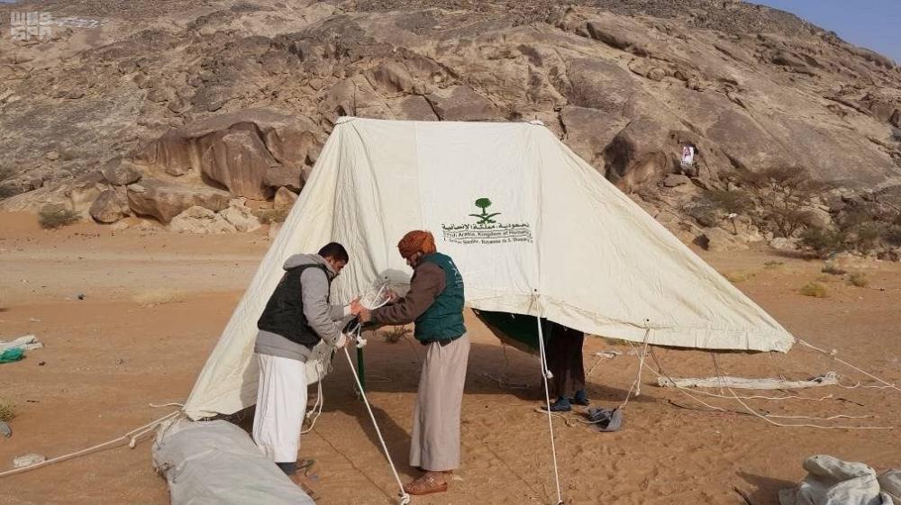 مركز الملك سلمان يدشّن مشروع المواد الإيوائية في الجوف اليمنية