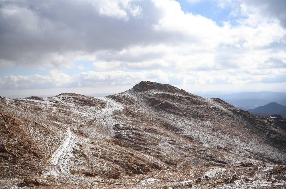 الثلوج تكسو قمم المملكة هذا الشتاء