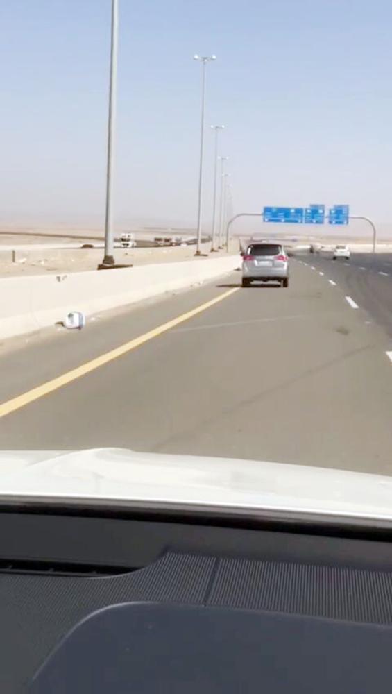 سيارة «ساهر» التي تجاوزت السرعة القانونية في المقطع المصور.