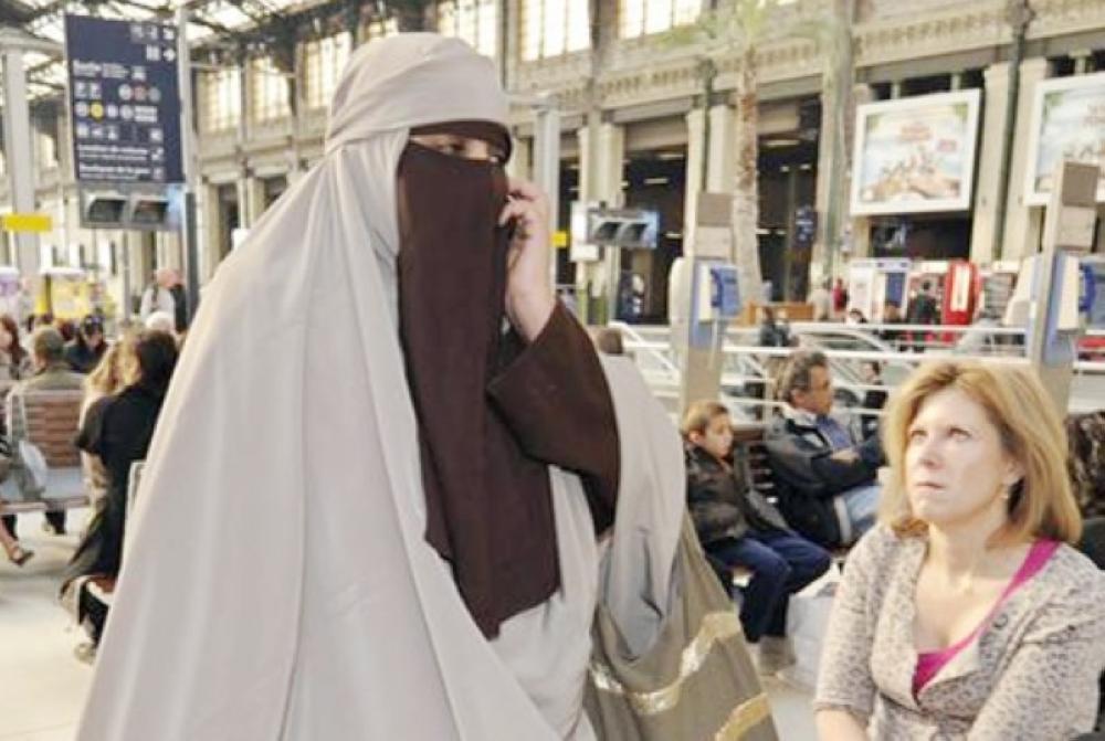 الدنمارك تفرض حظر ارتداء «البرقع» على 200 امرأة!
