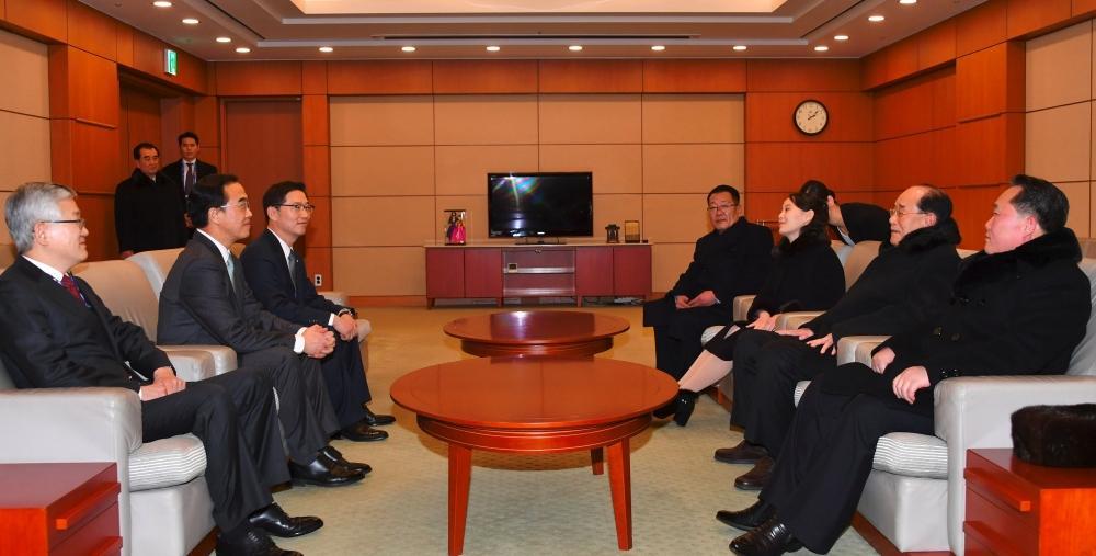 لقاء ومصافحة بين رئيسي الكوريتين