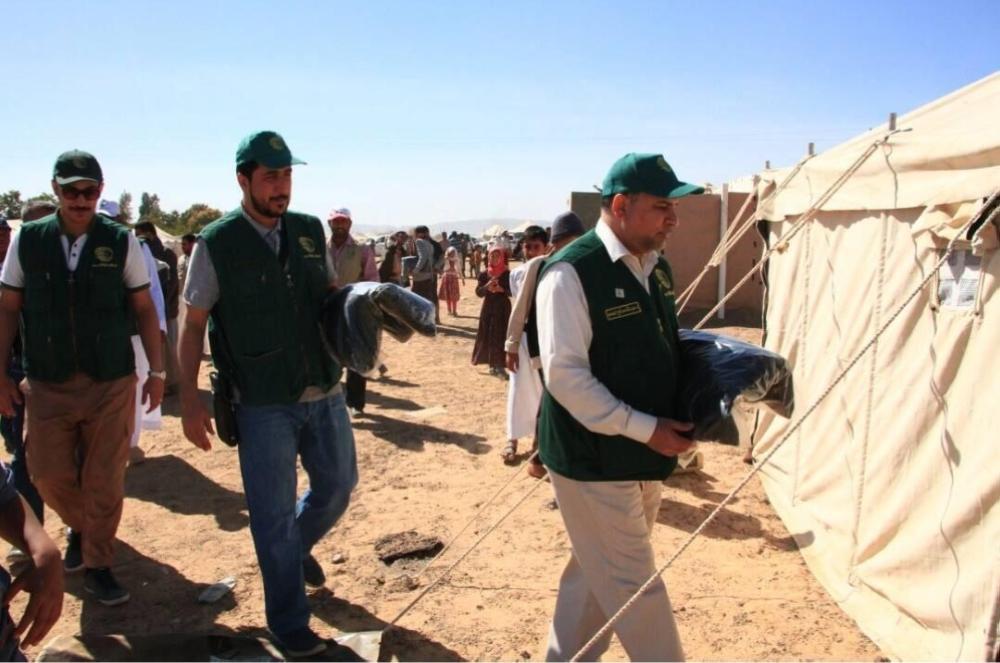«مركز الملك سلمان» يوزع مساعدات غذائية للنازحين في مأرب