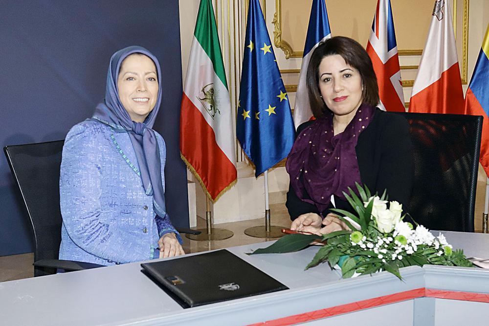 رجوي ترى أن سقوط الملالي سيكون بيد الشعب الإيراني الغاضب.