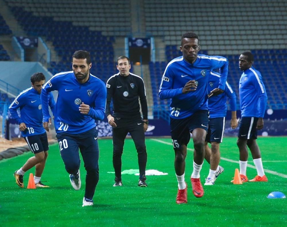 لاعبو الهلال أثناء التمارين. (حساب نادي الهلال على «تويتر»)