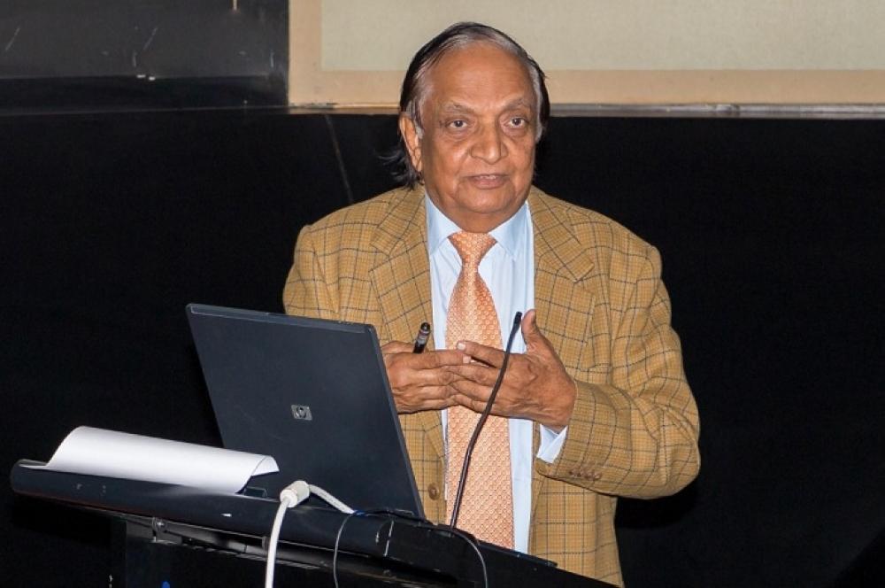 الباحث الدكتور مجيد خان. (واس)