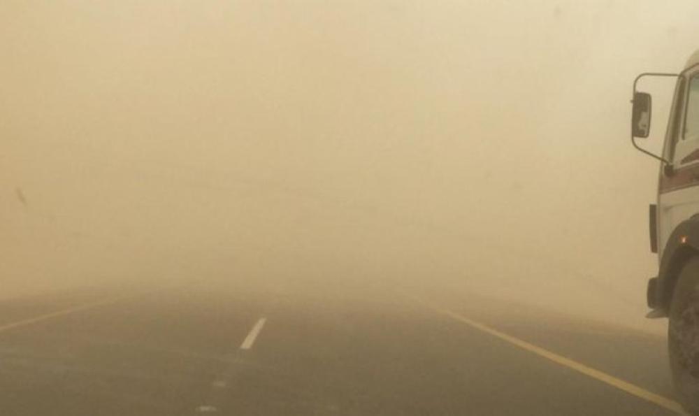 911 ينبه من انعدام الرؤية في 4 طرق رئيسية بمنطقة مكة