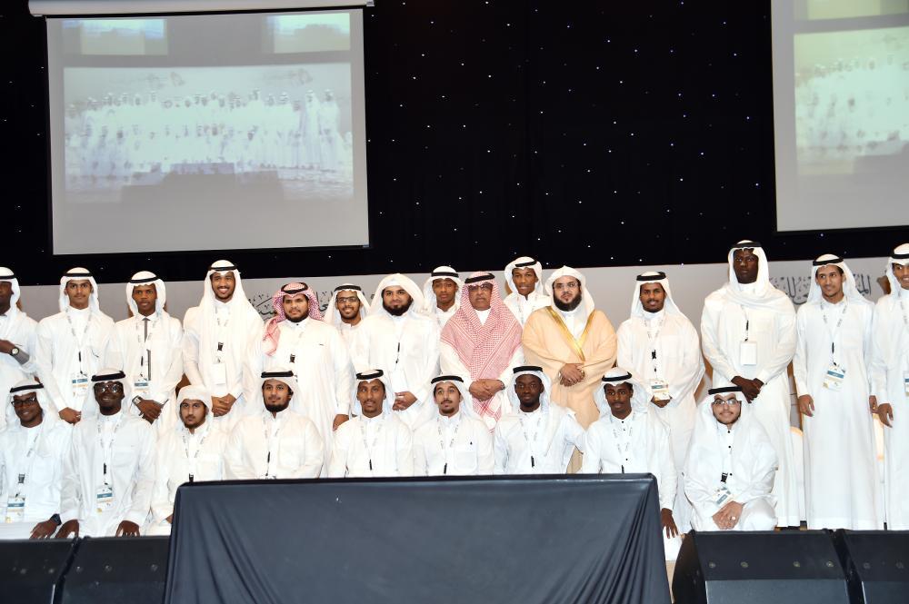 المشاركون في المؤتمر. (عكاظ)
