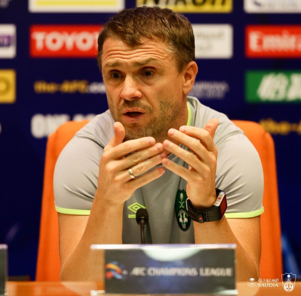 ريبيروف متحدثا في المؤتمر الصحفي.