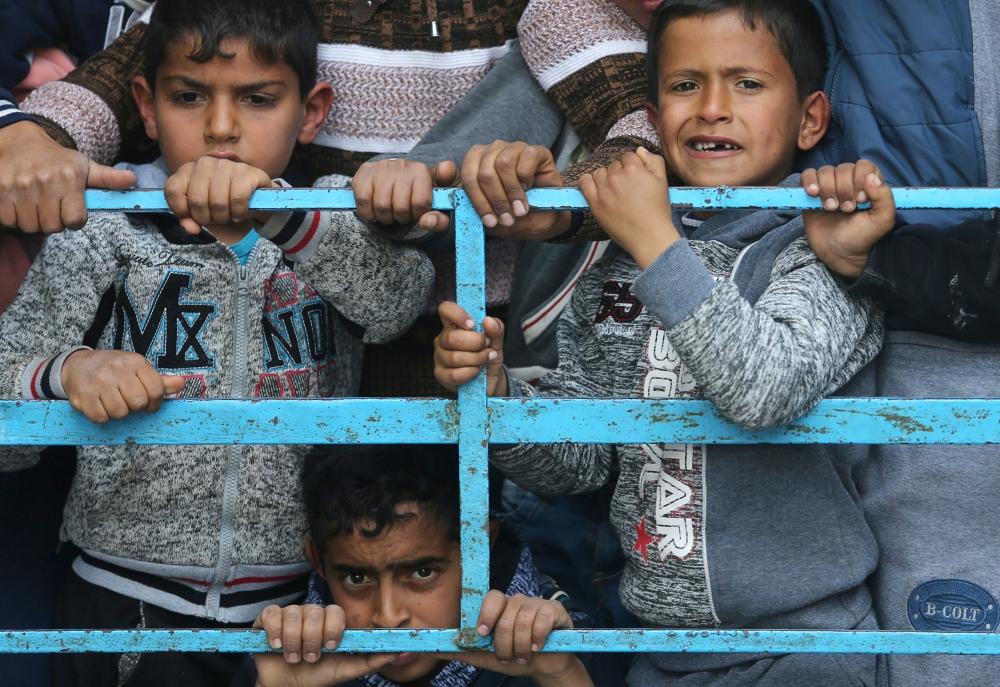 إسرائيل تقصف غزة.. ووساطة مصرية لمنع الحرب