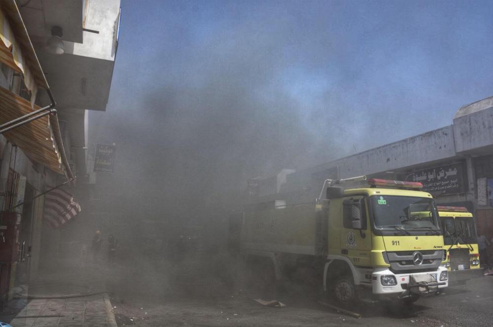 سحب الدخان خلال إخماد نيران المفروشات.
