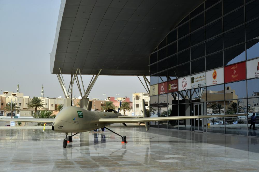 «صقر 1» طائرة بدون طيار في جانب من المعرض الخارجي. (تصوير: عبدالعزيز اليوسف)