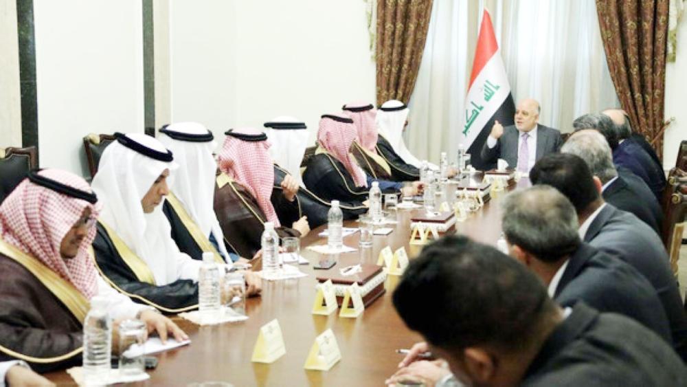 رئيس الوزراء العراقي مستقبلا الوفد الإعلامي السعودي أمس في بغداد.
