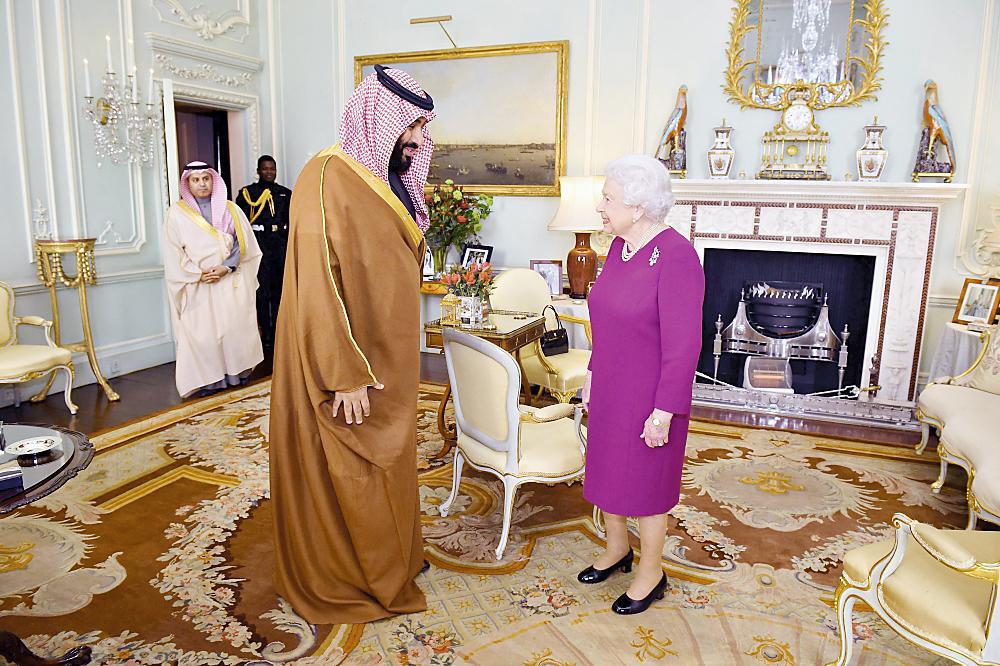 الأمير محمد بن سلمان استهل زيارته إلى بريطانيا بلقاء الملكة اليزابيث الثانية في قصر باكنغهام