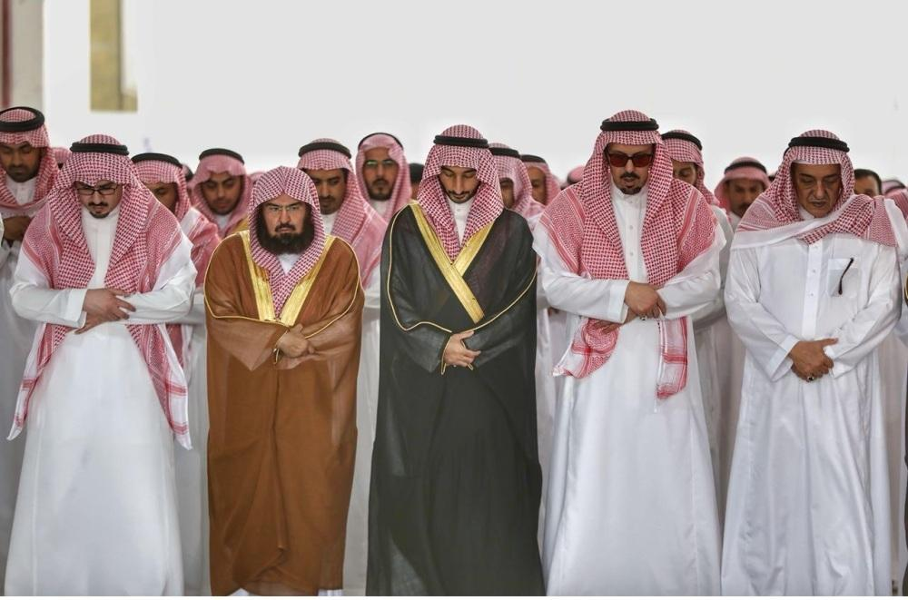 أداء الصلاة على الأمير بندر بن خالد في المسجد الحرام