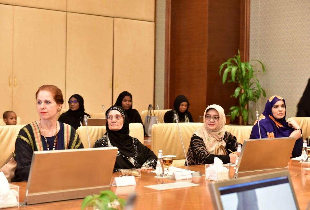 وفد من زوجات رؤساء البعثات الدبلوماسية يزرن جامعة الأميرة نورة بنت عبد الرحمن