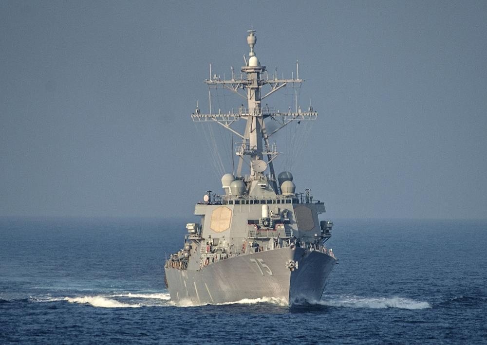 المدمرة الأمريكية دونالد كوك خلال تواجدها في البحر الأبيض المتوسط. (أ. ف. ب)