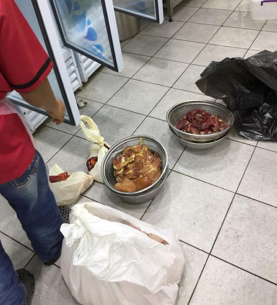إغلاق وإنذار مطاعم ومحلات مخالفة في عمرة مكة