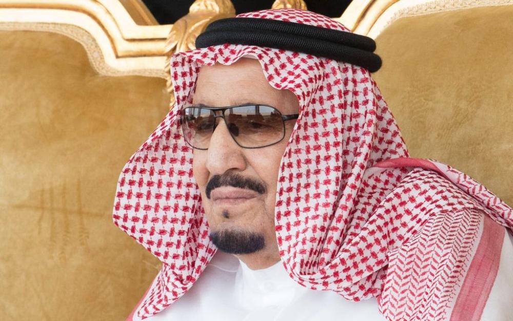 الملك سلمان خلال حضوره اختتام تمرين درع الخليج المشترك في الجبيل.(واس)