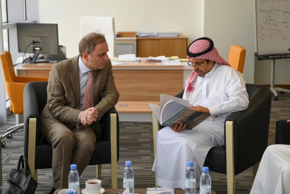 الرئيس التنفيذي للهيئة العامة للثقافة يلتقي السفير الهولندي لدى المملكة