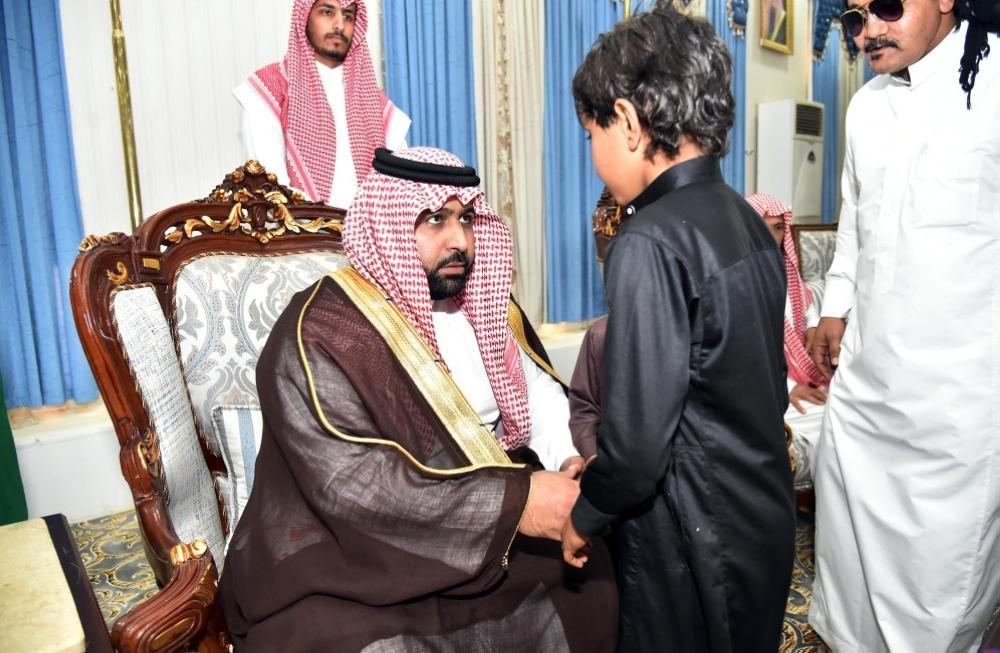 نائب أمير جازان ينقل تعازي القيادة لأسر شهداء الواجب