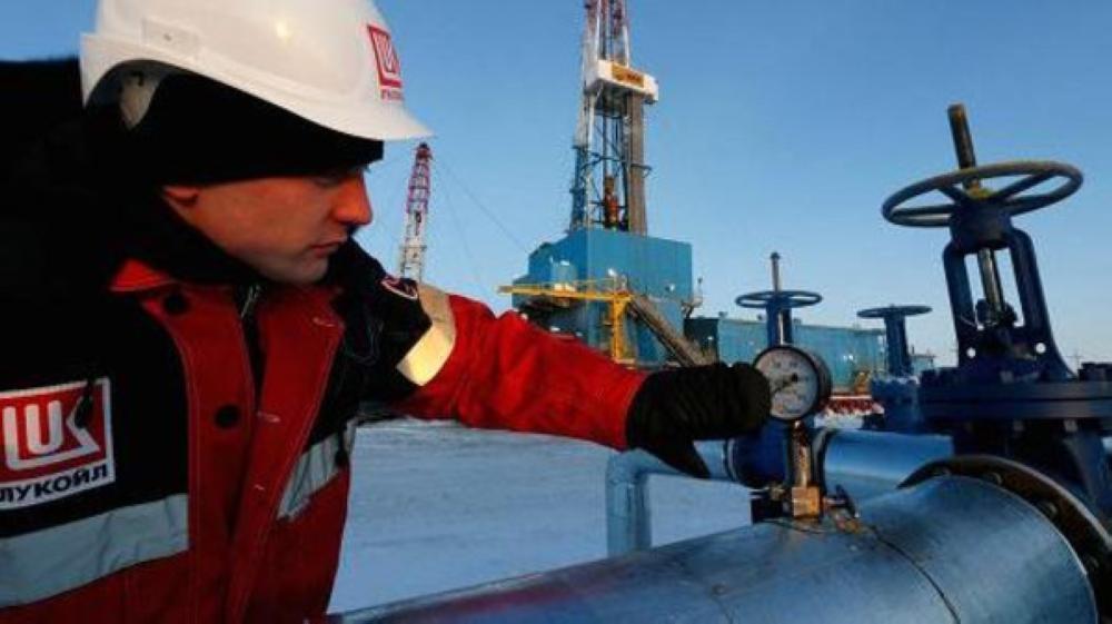 النفط يهبط مع انحسار المخاوف بشأن سورية
