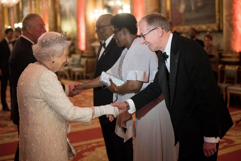 ملكة بريطانيا خلال اجتماع رؤساء حكومات الكومنولث في لندن أمس. (رويترز)