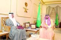 الأمير فيصل بن خالد خلال استقباله مدير صندوق التنمية الزراعية. (عكاظ)