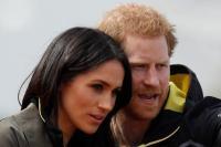 الأمير هاري وخطيبته ميجان ماركل يتابعان حدثا رياضيا في باث في بريطانيا يوم 6 أبريل 2018. (رويترز)