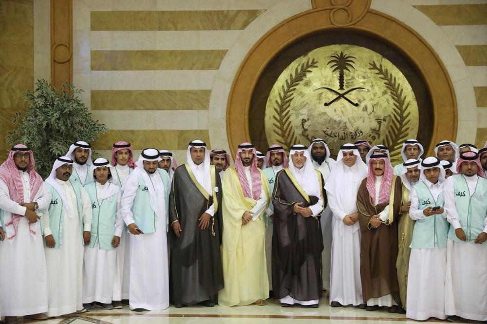 أمير مكة يكرم 74 شابا أنهوا تدريبا في «ميناء جدة»
