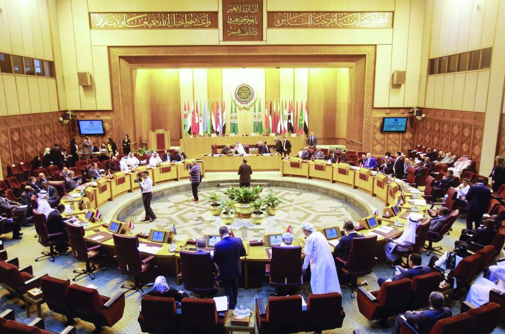 المندوبون الدائمون للجامعة العربية خلال جلسة طارئة أمس في القاهرة.