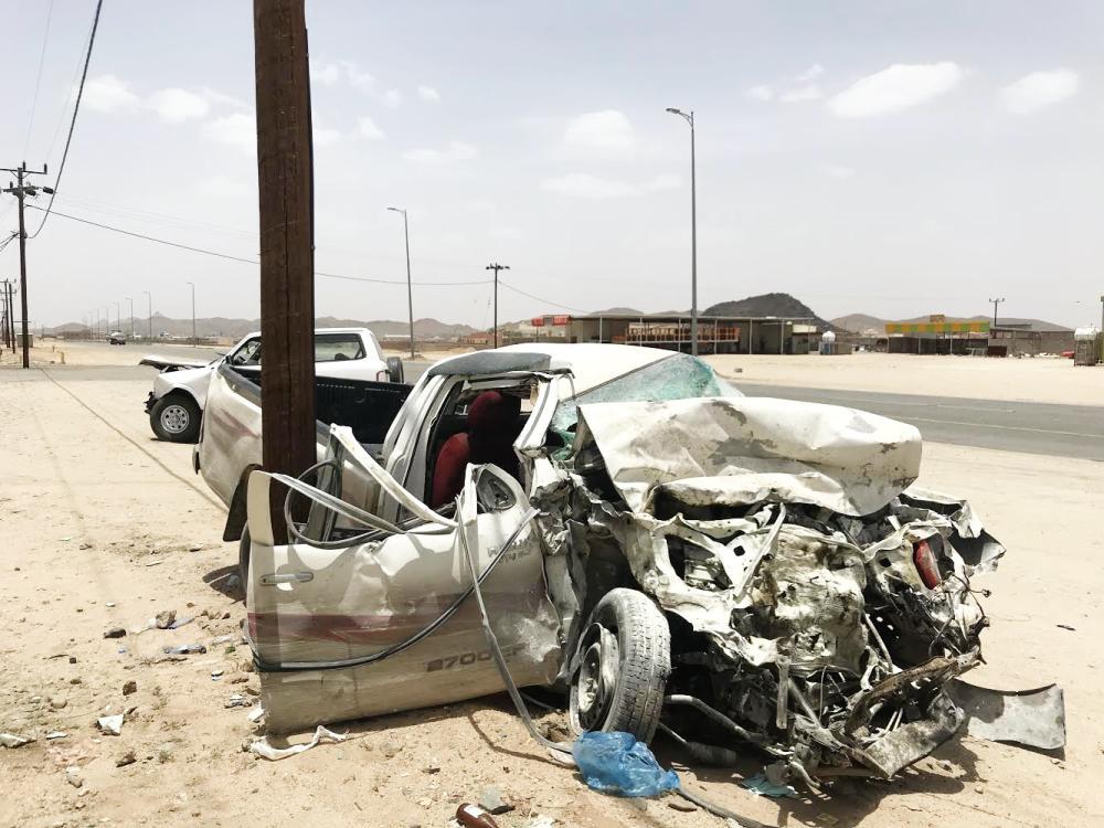 سيارة الطالب ذيب بعد الحادث على طريق بيشة الخميس. تصوير المحرر.