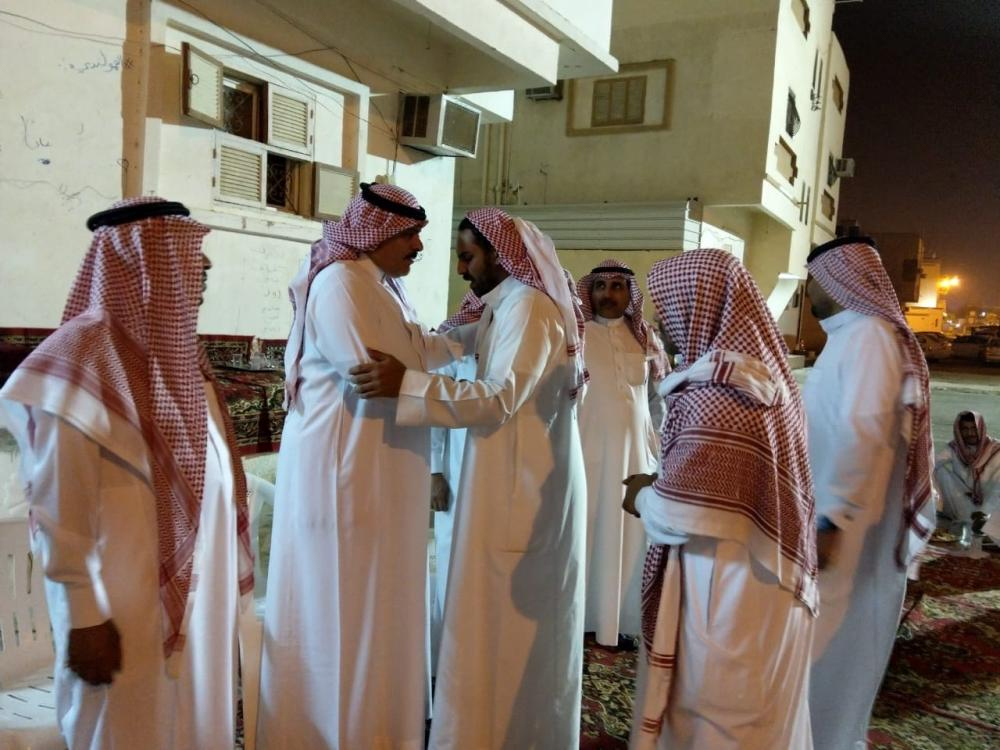 محافظ أملج يتقدم المعزين في وفاة عبد الرحيم الحربي
