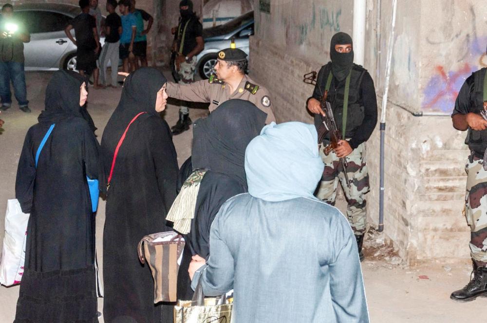 عدد من النساء بعد القبض عليهن في الحملة. (عكاظ)