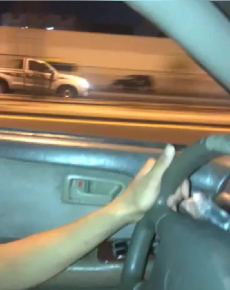 المدينة: «معتل» يعكس طريق مكة ويصدم سيارة