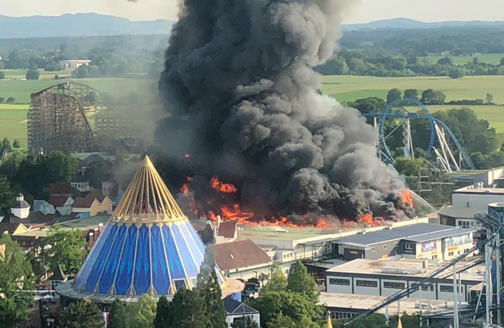 حريق ضخم في ملاهي «أوروبا بارك» بلا إصابات