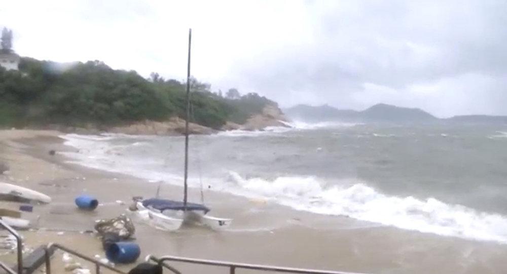 إعلان الطوارئ في ولايات أميركية بسبب العاصفة ألبرتو
