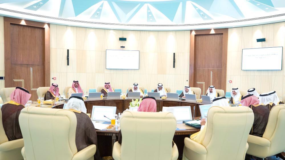 وزير الداخلية مترئسا اجتماع أمراء المناطق مساء أمس الأول في جدة. (واس)
