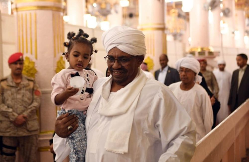 President of The Sudan visits Prophet's Mosque in Al-Madinah