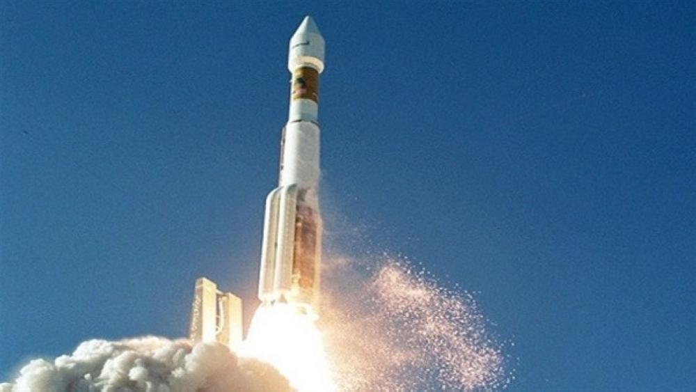 اليابان تُطلق صاروخاً يحمل قمراً صناعياً لجمع المعلومات