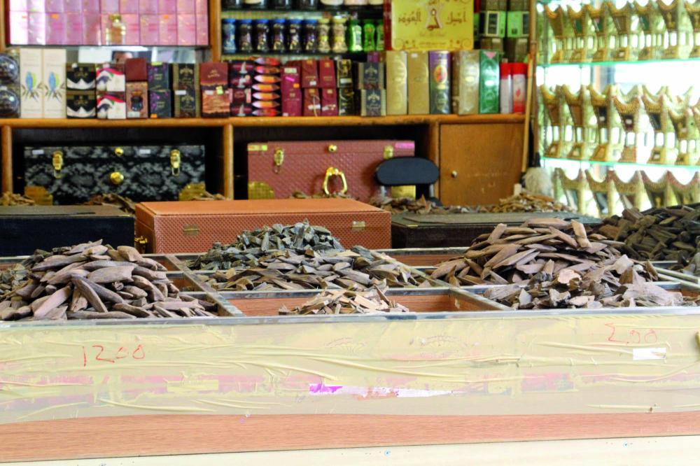 أنواع من العود في أحد المحلات. (تصوير: عبدالعزيز اليوسف)
