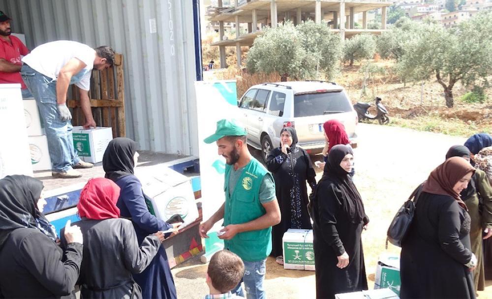 «الملك سلمان للإغاثة» يواصل توزيع السلال الغذائية الرمضانية للاجئين السوريين