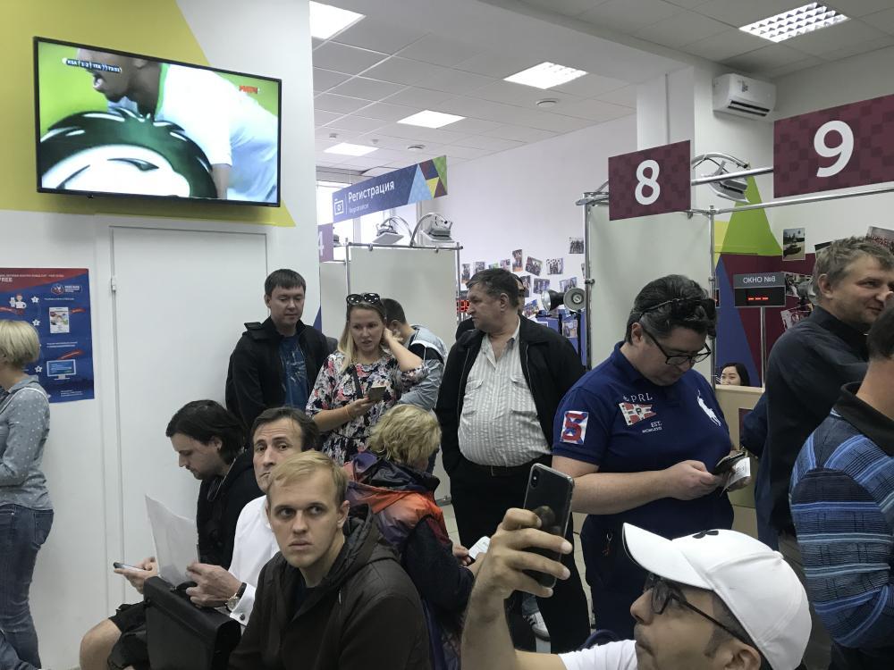 الروس يحاربون عنصرية الملاعب بـ«هوية مشجع»