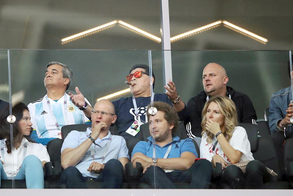 كعادته.. مارادونا يصر على كسر قواعد «فيفا»