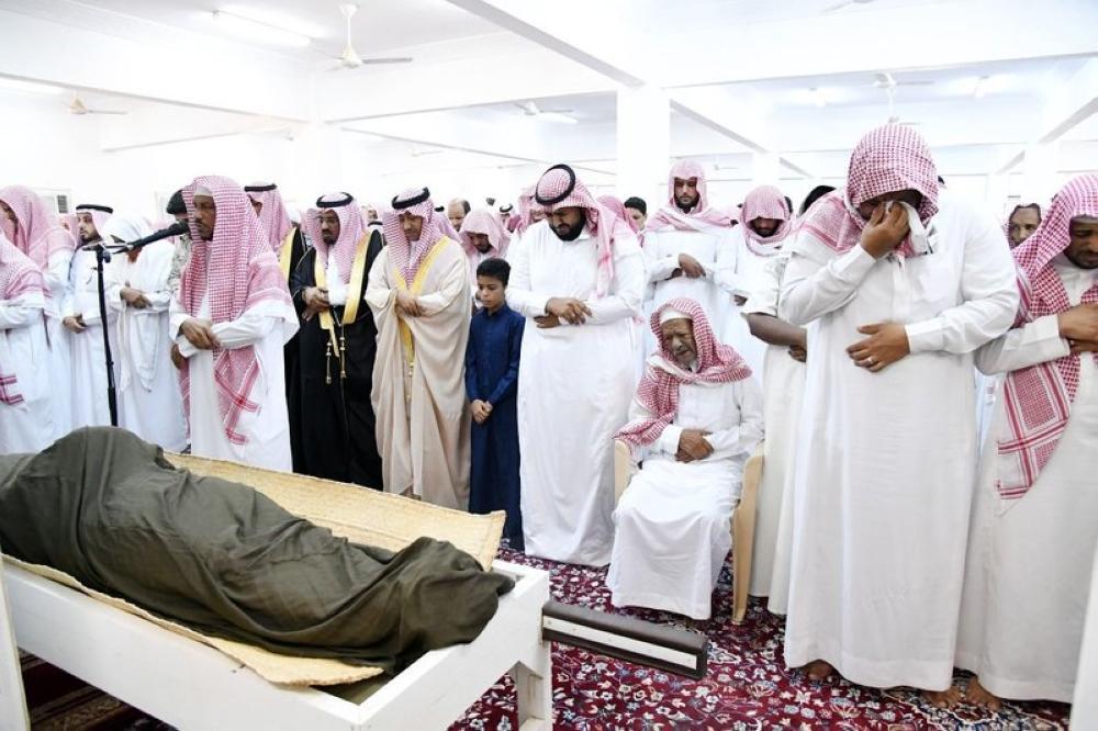 وكيل إمارة جازان يؤدي صلاة الميت على الشهيد هديسي