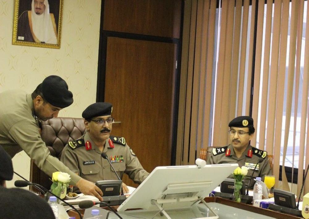اجتماع لقادة أجهزة الأمن العام لتنفيذ قرار قيادة المرأة