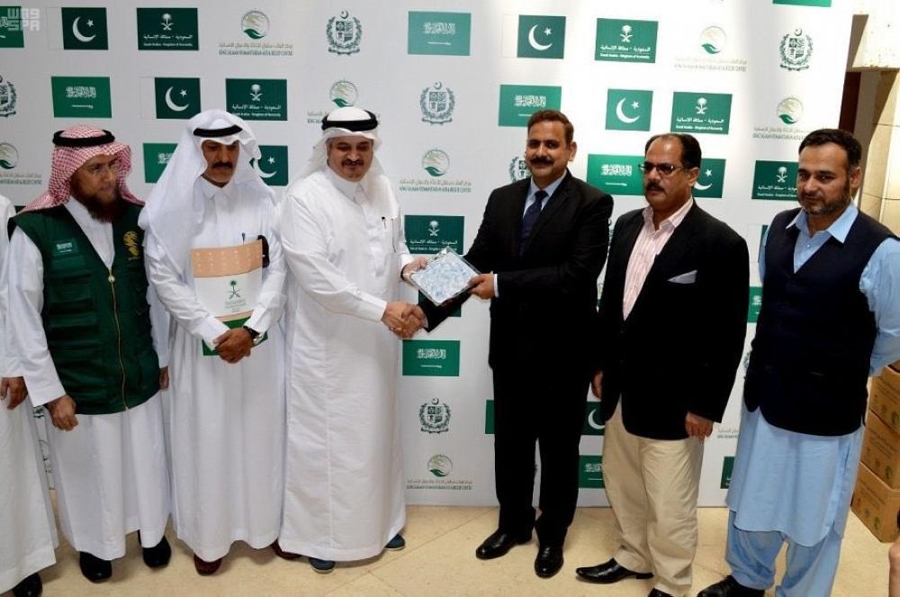 150 طناً من التمور هدية المملكة إلى باكستان