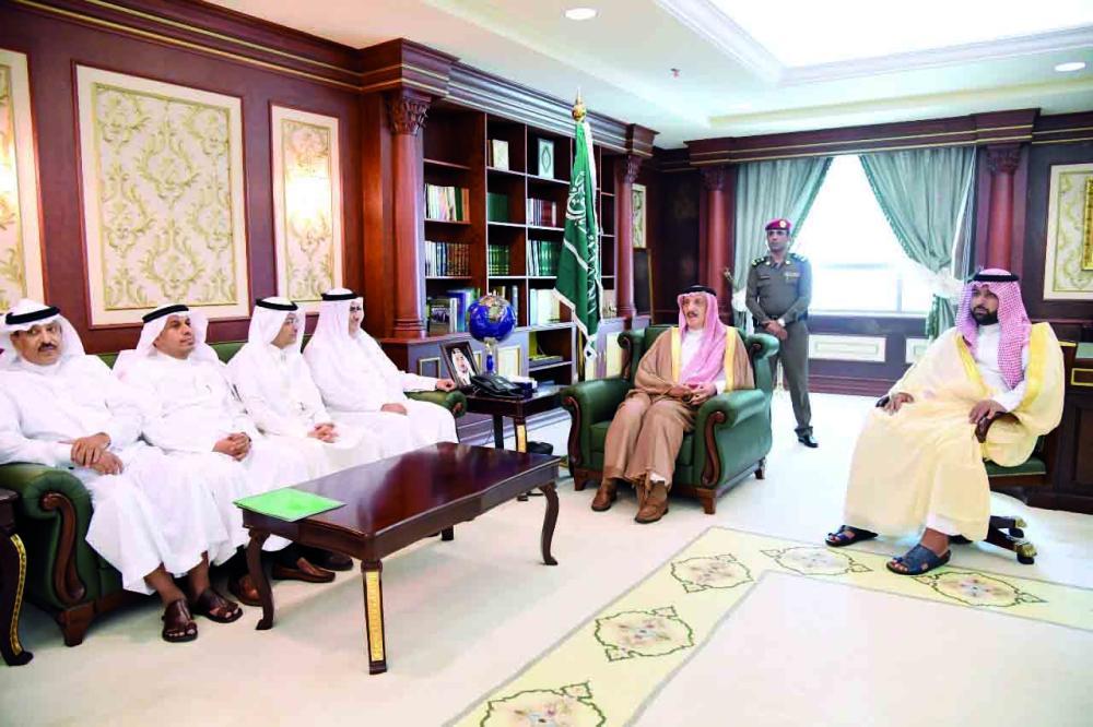 الأمير محمد بن ناصر ونائبه خلال استقبال المهنئين.